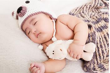 Chụp hình baby 3 tuần tuổi